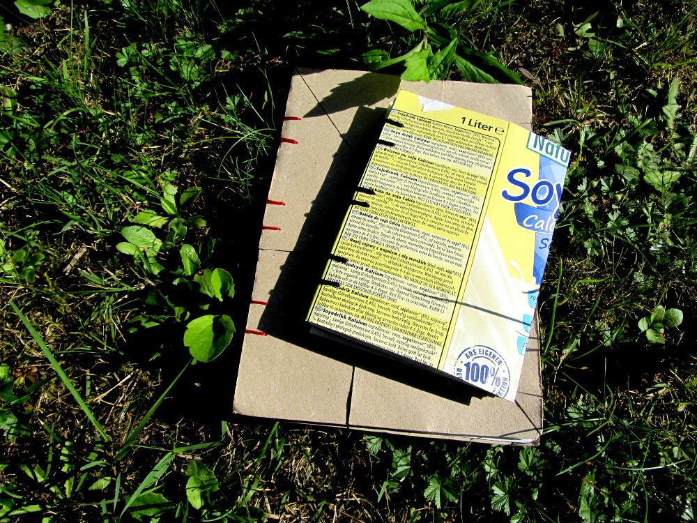 Buch selber binden mit Deckel aus Klopapierrollen und Tetrapak